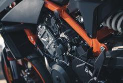 KTM 890 Duke R 2020 detalles 33