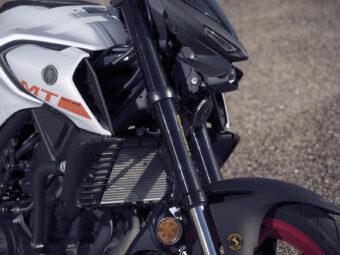 Yamaha MT 03 2020 vs Kawasaki Z400 2020 detalles11