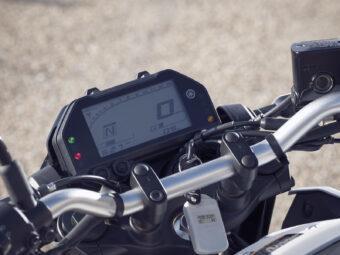 Yamaha MT 03 2020 vs Kawasaki Z400 2020 detalles15