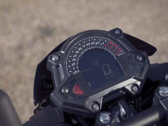 Yamaha MT 03 2020 vs Kawasaki Z400 2020 detalles25