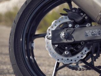 Yamaha MT 03 2020 vs Kawasaki Z400 2020 detalles26