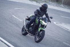 Yamaha MT 03 2020 vs Kawasaki Z400 2020 prueba 18