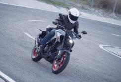 Yamaha MT 03 2020 vs Kawasaki Z400 2020 prueba 19