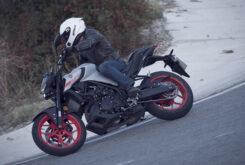 Yamaha MT 03 2020 vs Kawasaki Z400 2020 prueba 21
