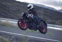 Yamaha MT 03 2020 vs Kawasaki Z400 2020 prueba 8