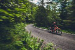 KTM 690 Enduro R 2021 accion 1