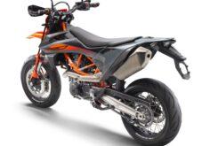 KTM 690 SMC R 2021 estudio 3