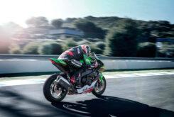 Kawasaki ZX 10R 2022 accion (3)