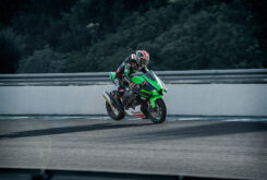 Kawasaki ZX 10R 2022 accion (8)