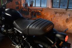 Moto Guzzi V7 Stone 2021 (17)