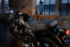 Moto Guzzi V7 Stone 2021 (18)