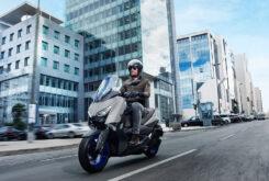 Yamaha XMAX 300 2021 (2)