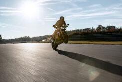 Triumph Speed Triple 1200 RS accion 2