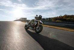 Triumph Speed Triple 1200 RS accion 4