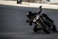 Triumph Speed Triple 1200 RS accion 5