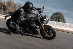 Triumph Speed Triple 1200 RS accion 7