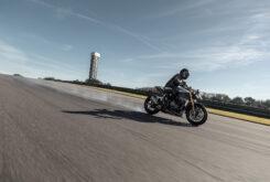 Triumph Speed Triple 1200 RS accion 9