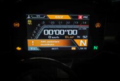 Aprilia RSV4 Factory 2021 display modo Race