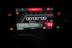 Aprilia RSV4 Factory 2021 prueba display Track