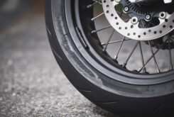 KTM 690 SMC R 2021 prueba MBK detalles (12)