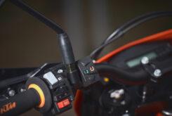 KTM 690 SMC R 2021 prueba MBK detalles (19)