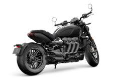 Triumph Rocket 3 R Black 2021 estudio (2)