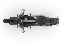Triumph Rocket 3 R Black 2021 estudio (7)