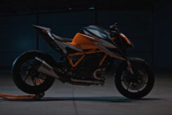 KTM 1290 Super Duke RR 2021 teaser (1)