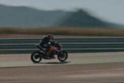 KTM 1290 Super Duke RR 2021 teaser (7)