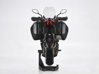 MV Agusta Turismo Veloce 800 Lusso SCS 2021 estudio (16)