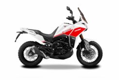 Moto Marini X Cape 650 2022 estudio (1)