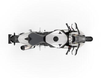 Triumph Speed Triple 1200 RR 2022 estudio (9)