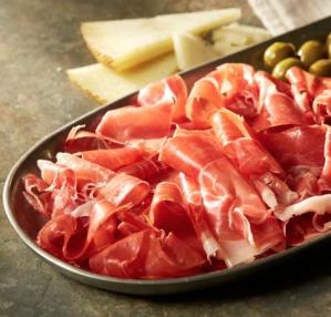1,1 kg  Serrano ham incl. mes en snijplank voor €15