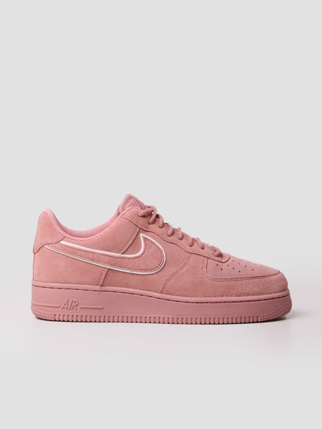 Nike Air Force 1 07 LV8 Suede Shoe Red Stardust voor €88