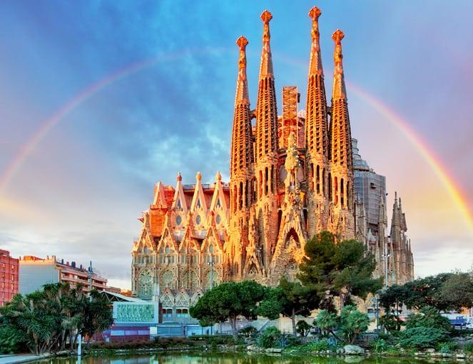 סגרדה פמיליה היא כנסייה הנמצאת בברצלונה. הכנסייה תוכננה על ידי אמן המודרניסטה והאדריכל הקטלאני אנטוני גאודי ובנייתה החלה בשנת 1882