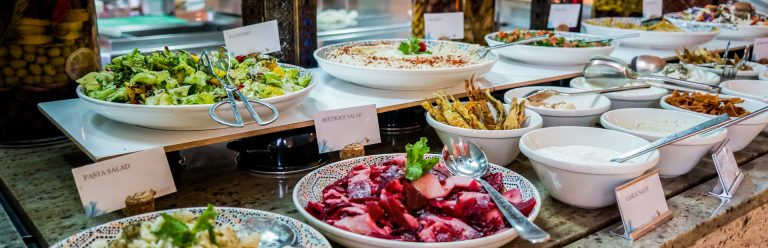 ארוחת בוקר במלון בדובאי