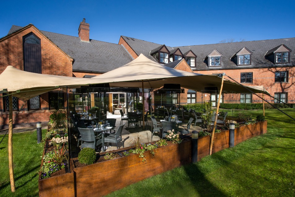 outdoor dining ni, outdoor terrace, outdoor restaurant