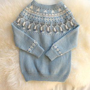 """Bluum strikkegenser - """"Reve-genseren"""" Blå Strikk 8-10 år"""