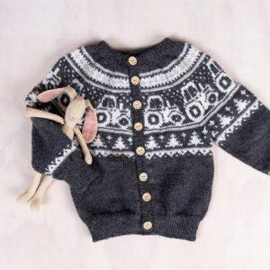 Bluum strikkesett - Traktor jakke, bukse og lue - Pure Eco Baby Wool