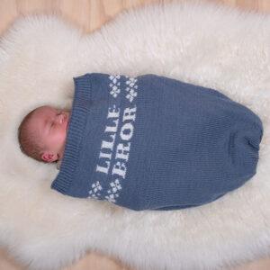 Bluum strikk - Kosepose Lillebror i Pure Eco Baby Wool