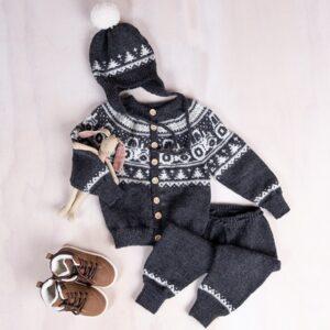 Bluum strikkesett - Traktor jakke, bukse og lue i Pure Eco Baby Wool
