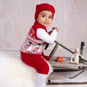 Bluum strikk - Julevest 4 frg m/nikkers og nisselue i Soft Merino Ull