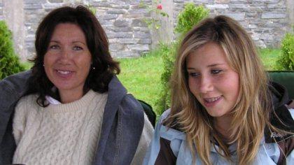 Katarina sammen med mamma Berit Eskevik for noen år siden. Foto: privat
