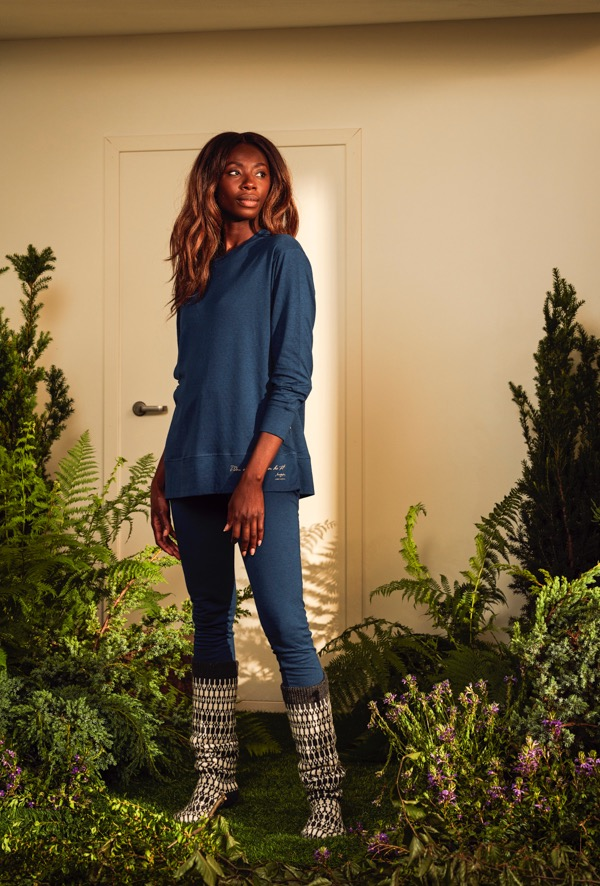 FREJA-sweater-i-fargen-Bl-4.jpeg