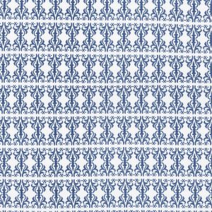 "AMALIE sengetøy i mønster ""Etikette"" - blå 140x220"