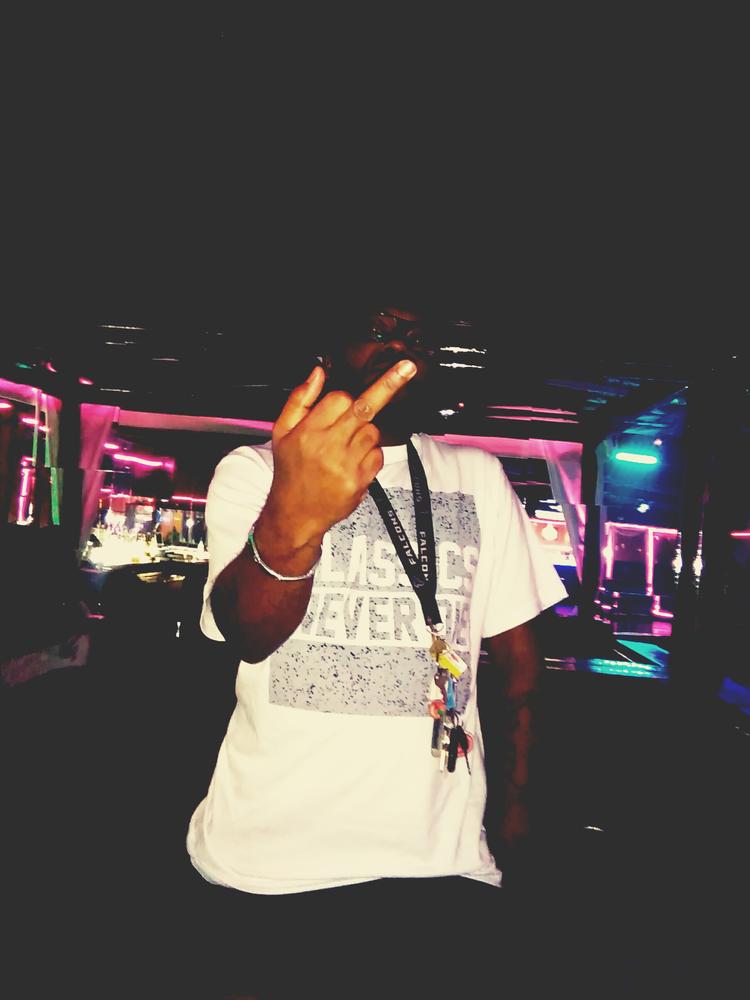 DJ SHONKDOG>