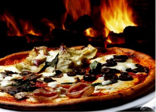 PIZZOR (Tomatsås, ost på alla pizzor)