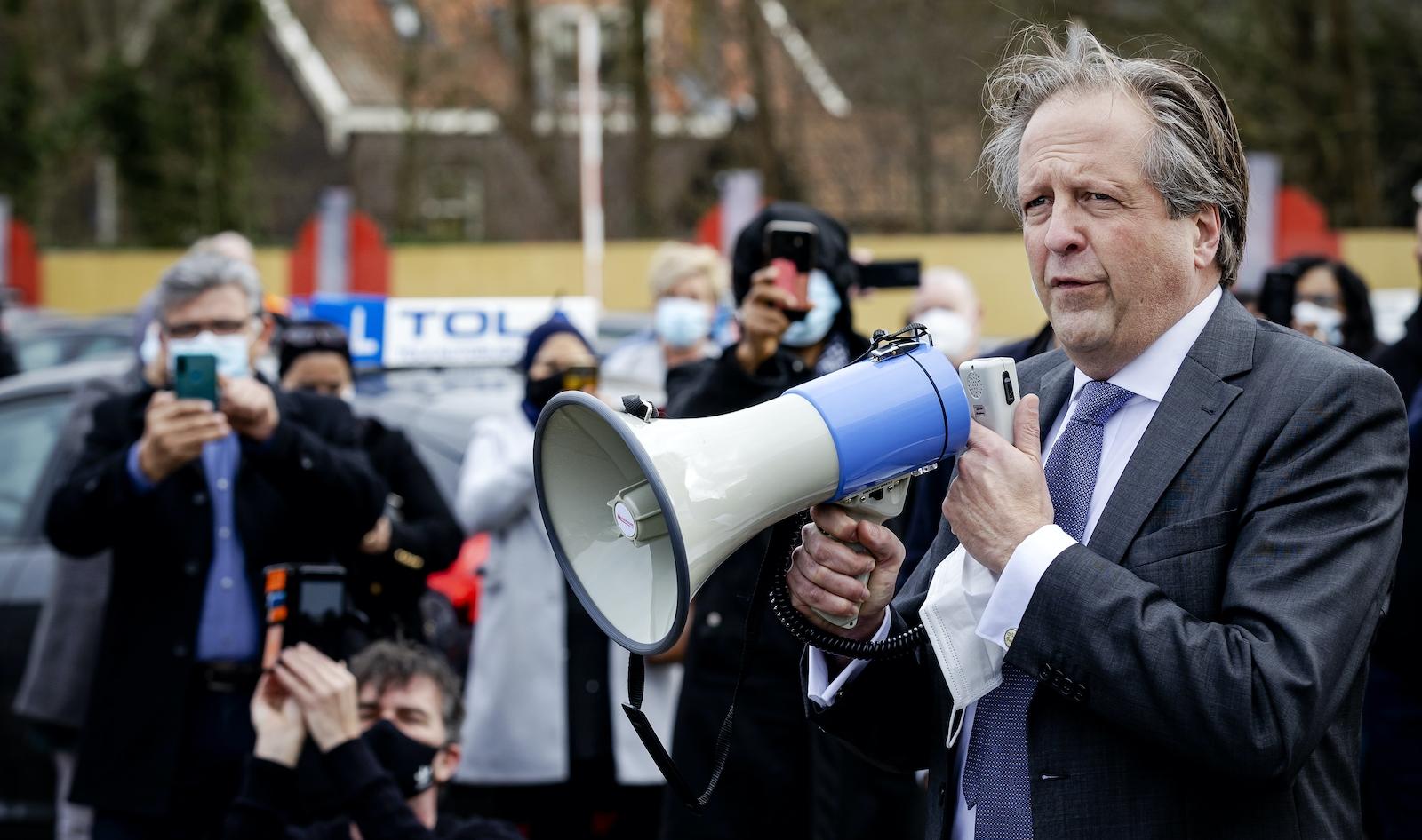 Alexander Pechtold CBR protest Den Haag corona maatregelen lockdown persconferentie Rutte