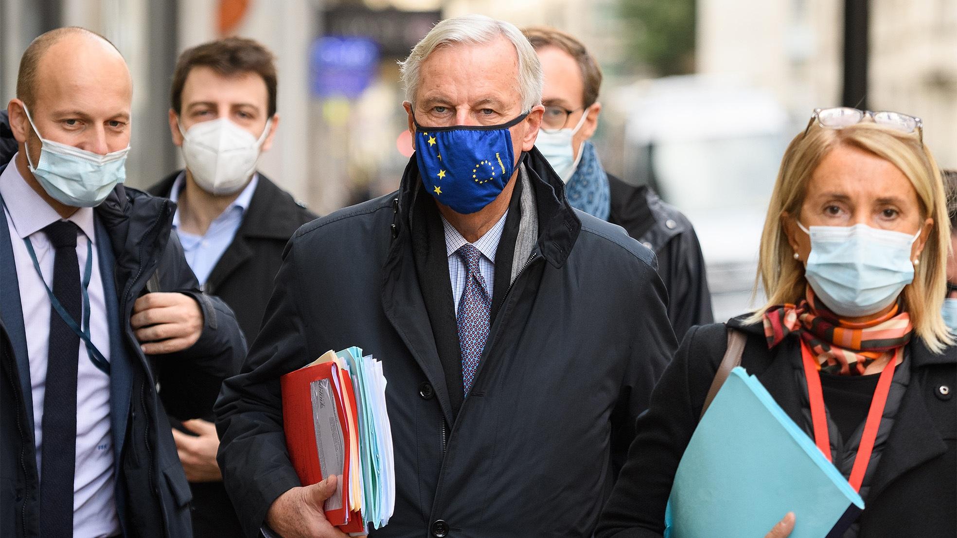 Barnier EU Brexit onderhandelingen mondkapje