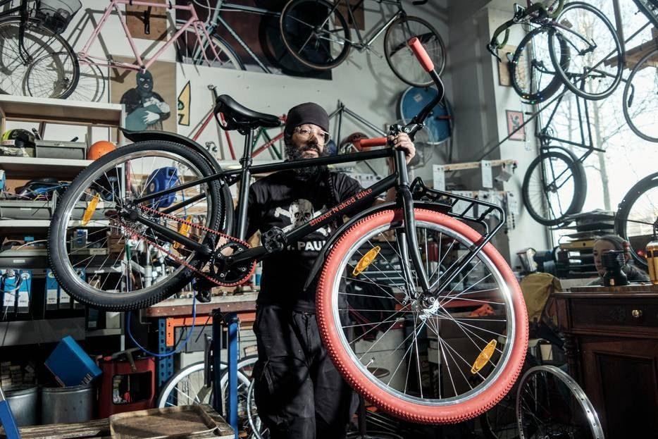 Bloker Naked Bikes van Van der Straaten